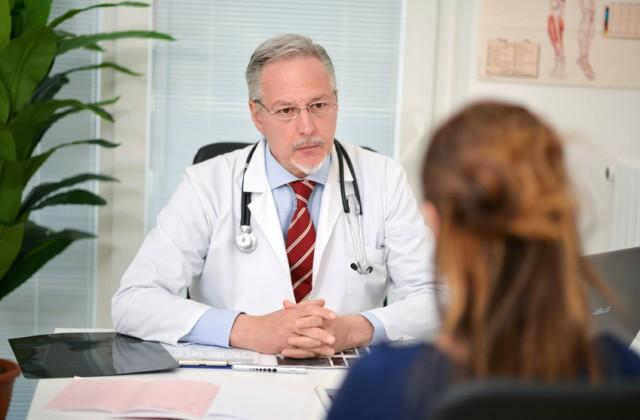 Frau beim Arztgespräch